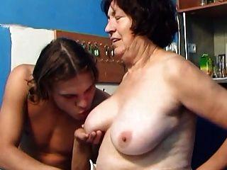 Granny precisa de um galo 01 (+ slow motion)