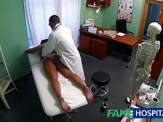 Fakehospital sujo milf sexo viciado é fodido pelo médico