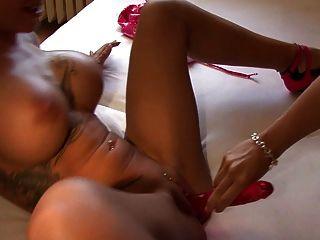 Cora sexy e tira maus treiben es!