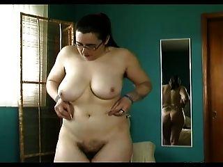 Bichano peludo chubby, poços peludos, trys tits grandes na lingerie