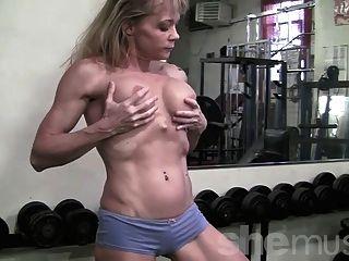 Músculo maduro na academia