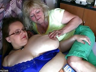 Chubby granny e velha granny masturbando-se na aposta hardcor