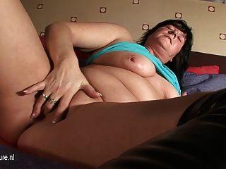 Mãe natural rita adora brincar consigo mesma