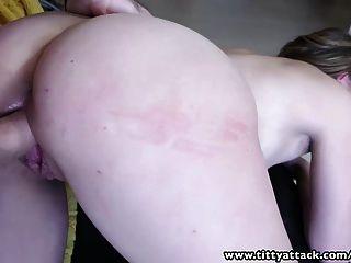 Tittyattack naturalmente busty babe recebe uma boa foda com um grande