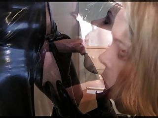 Girl blowjob em látex iii