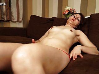 Maduras, mãe, slut, tocando, seu, pussy, sofá