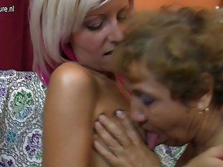 Velha avó lésbica fode uma linda garota