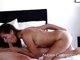 Nubiles casting minúsculo tit babe tenta por pornô hardcore