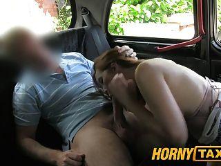 Hornytaxi menina com mamas grandes oferece boquete em vez