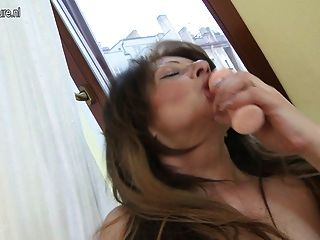 Super hot milf slut adora brincar com seu corpo quente