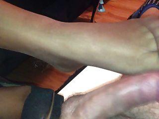 Footjob nylon para marido amigo