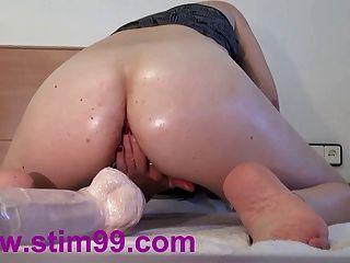 Extrema fodendo dois buracos grandes buceta dildos e anal
