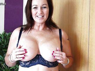 Mamã british busty lindo e sua boceta velha