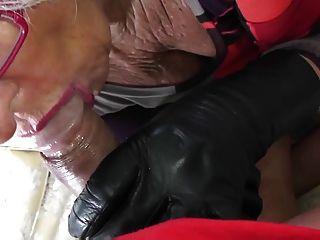 Muito suave couro gloved blowjob gilf