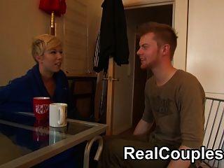 Assistir a um verdadeiro casal na câmera conversando e fodendo