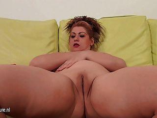 Maduras, mãe, tocando, dela, sofá, ela mesma