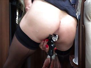Slut shemale jogar com espéculo e dildo inflável