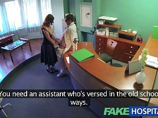 Fakehospital médicos obrigatórios saúde check torna busty