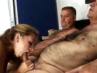 2 velhos cabeludas homem fodendo jovem esposa
