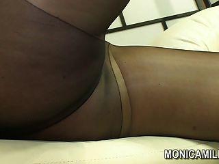 Monicamilf norueguês em uma cena nylon nylon calça norsk