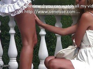 Veneisse andar ao ar livre sem calcinha lesbiana fisting duplo