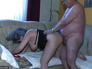 A enfermeira chubby do bbw masturbate com avó velha