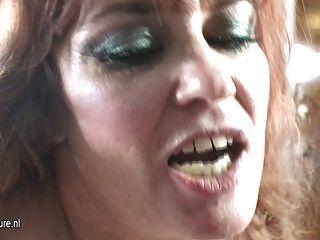 Mama kinky fode uma menina adolescente peludo