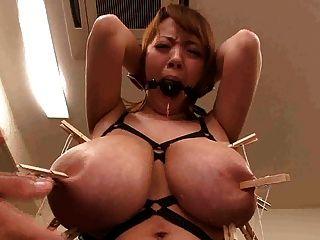 Asiático, japonês, monster, grande, tits, tendo, mamilos, esmagado