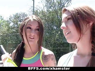 Putas do acampamento de verão do tênis dos bffs!