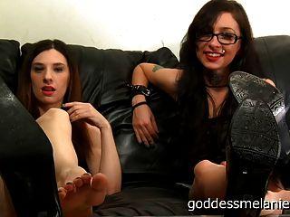 Pov do humilhação do fetiche do pé por duas deusas do femdom