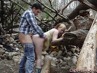 Sexo público ao ar livre na floresta.Lilly ligotage e rocko