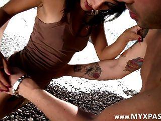 Linda garota francesa fodida na praia
