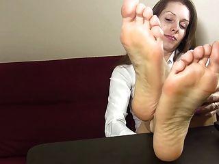 Calcanhares e pés joi