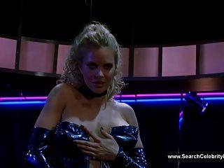 Kristin bauer dança em topless no iguana azul (2000)