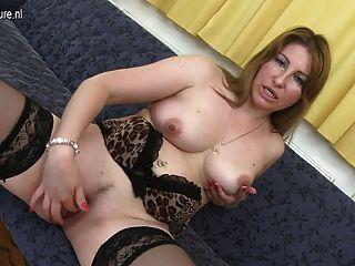 Mãe madura sexy precisa de uma boa foda