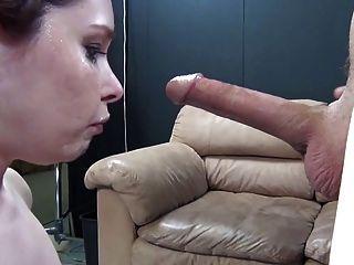 Menina quente recebe sua garganta poked dtd