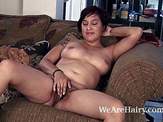 Cowgirl lucy holandês tiras e gosta de seu corpo