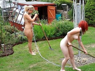 Dois escravos colocados para trabalhar