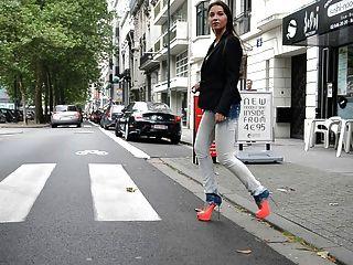July skyhigh: slut walking public em gml saltos altos \u0026 jeans