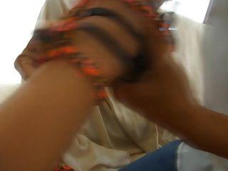 Menina rica estragada recebe sapato fodido com seus $ 900 valentinos