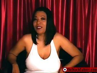Humilhação de pênis pequeno femdom preto