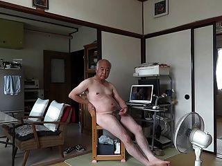 Japanese old man masturbação ereto pênis semen fluxos