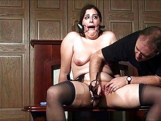Milf recebe orgasmo por tortura 2 de 2