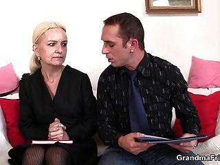 Entrevista de emprego leva a trio