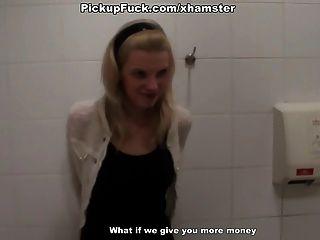 Dp cena de sexo público no banheiro