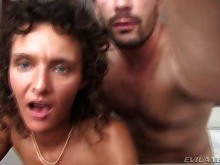 Gorgeous slut enganando seu marido em um hotel