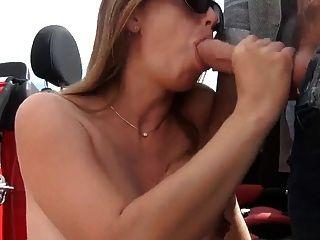 Mulher grávida chupar fora do carro