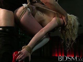 Bdsm xxx tatuados escravos são suspensos e feitos para cum