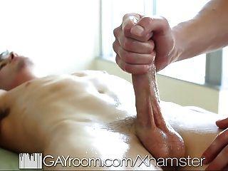Massagem sensual gayroom se transforma em sexo quente