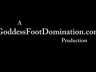 Fetiche do pé feminino dominação